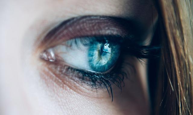 szem alatti ráncok eltüntetése